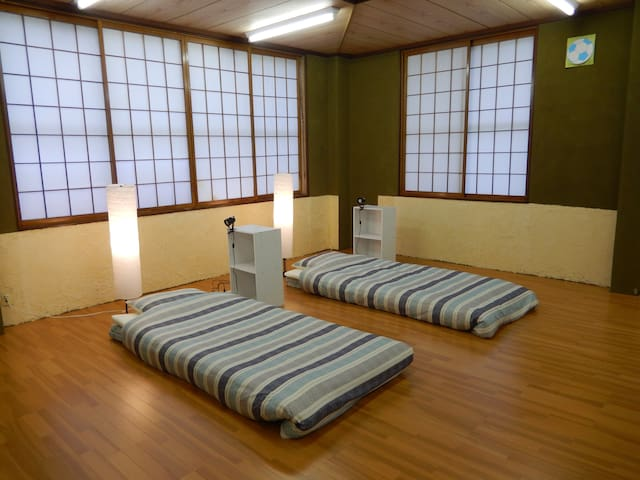 Good access by JR Bus.  Big private room - Towada - House