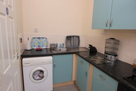 High Street - One Bedroomed Serviced Apartment - West Bromwich - Lägenhet
