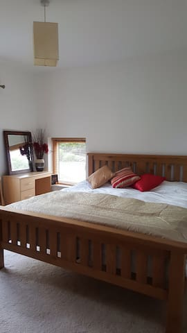 Bright clean room in Sligo, perfect touring base - Ballinacarrow - Casa