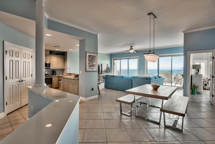 Stunning condo with 2 King Suites and spectacular gulf views!