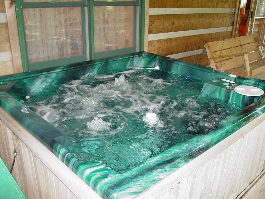 Full size hot tub