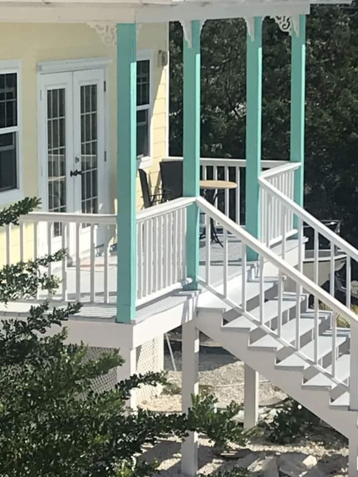 Sunset Studio Cottage/ Hilltop
