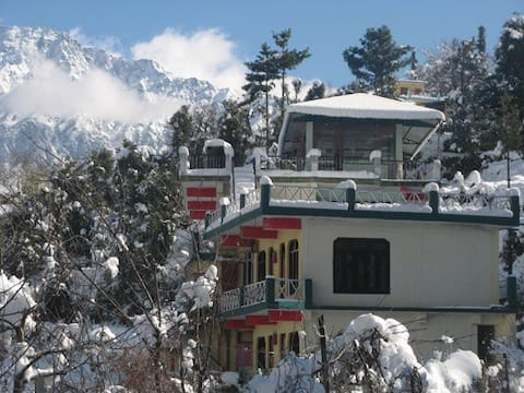 Two rooms  Set on Discounted prices Auli