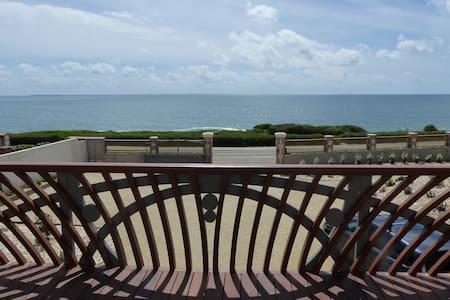 l'Amarrée, mer et commerces à pieds