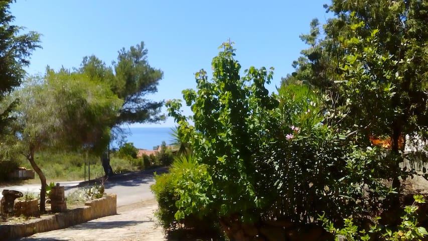 Appartamento con ampio giardino - Torre dei Corsari - Byt
