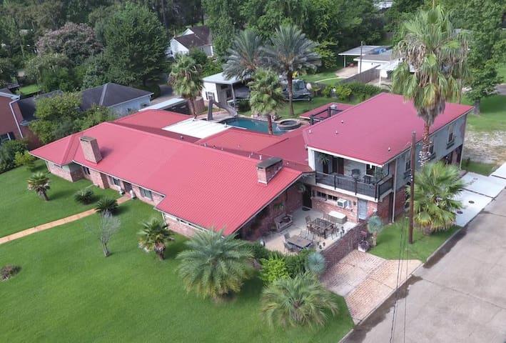 Doc's - 10,000 sq ft of Louisiana Luxury