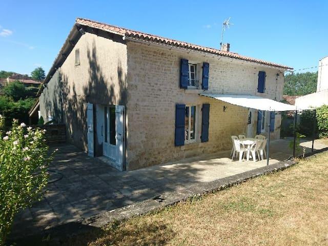 Grande maison au calme, au pied du marais Poitevin
