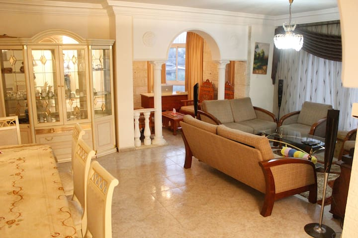 Private Room in Dlux Apt -Walking distance from CC - Ramallah - Huoneisto