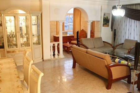 Private Room in Dlux Apt -Walking distance from CC - Ramallah - Apartamento
