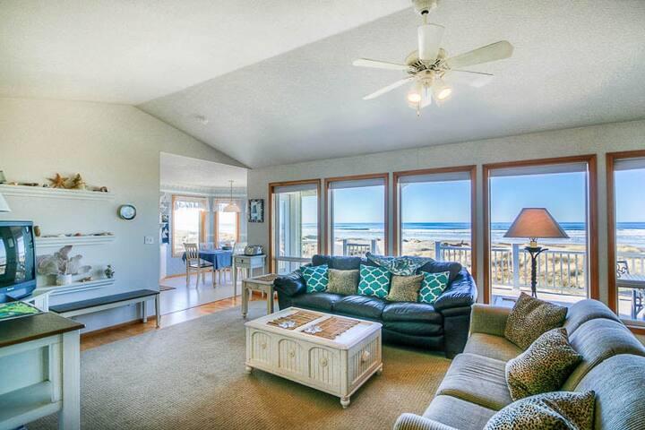 Gorgeous Ocean Views, Private Beach Access, and Hot Tub in a Glass Gazebo!