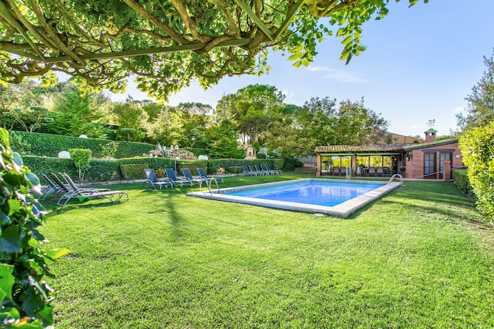 Villa with 7 bedrooms in Capellades - Barcelona, with wonderful mountain view, private pool, furnished garden