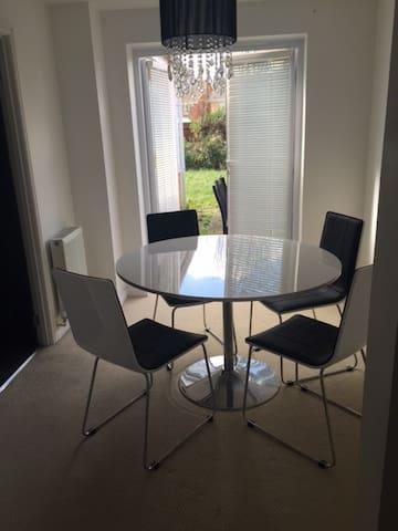 Lovely single Room - Hornchurch - Apartamento
