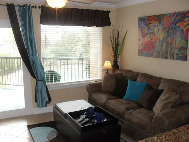 Historic Seawall Gulf View Condo M150 with  Shower & Washer/Dryer