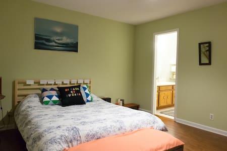 Master bedroom with private bathroom - 默弗里斯伯勒(Murfreesboro) - 獨棟