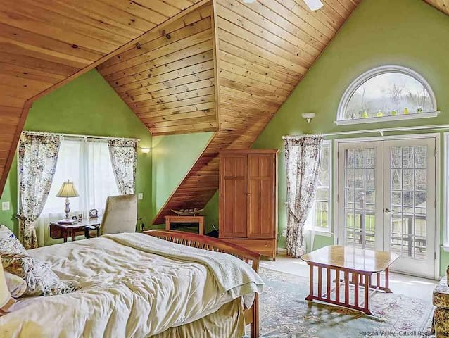 Master bedroom...a wow factor relaxation.