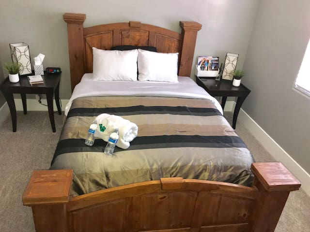 Rivers Edge- New Home! (1/18) Cozy Private Bedroom