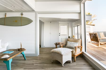 Shabby Chic Malibu On the Water- Sun Deck and Lounge