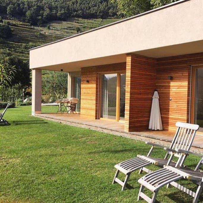 dorfweber wohnen mit stil zwei appartamenti in affitto a algund trentino alto adige italia. Black Bedroom Furniture Sets. Home Design Ideas