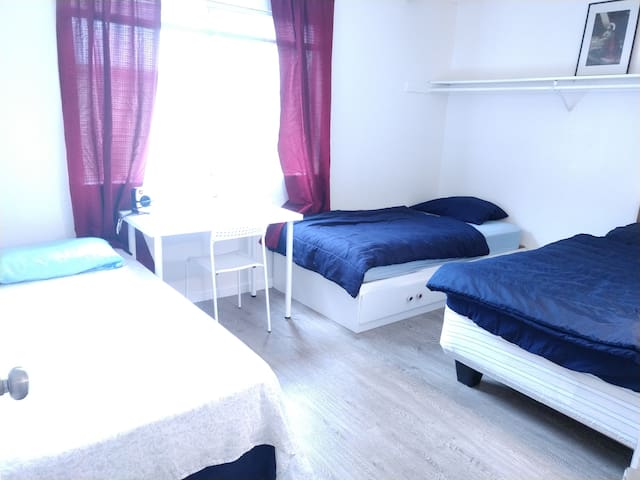 Downtown+PrivateROOM+3BEDs+Airport+LOCK