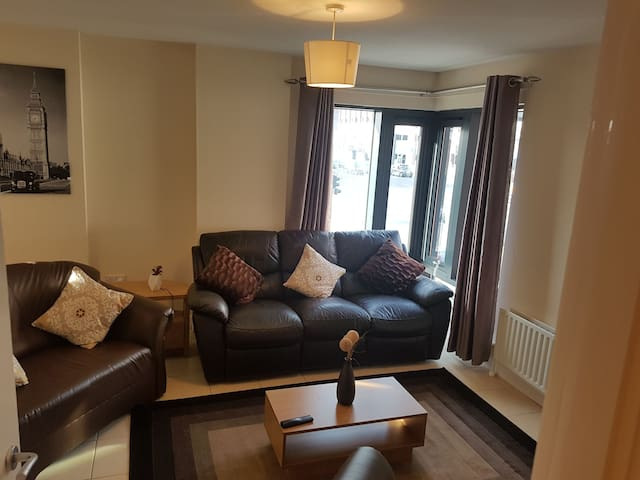Luxury apartment 2 Mins Walk to Belfast City Hall