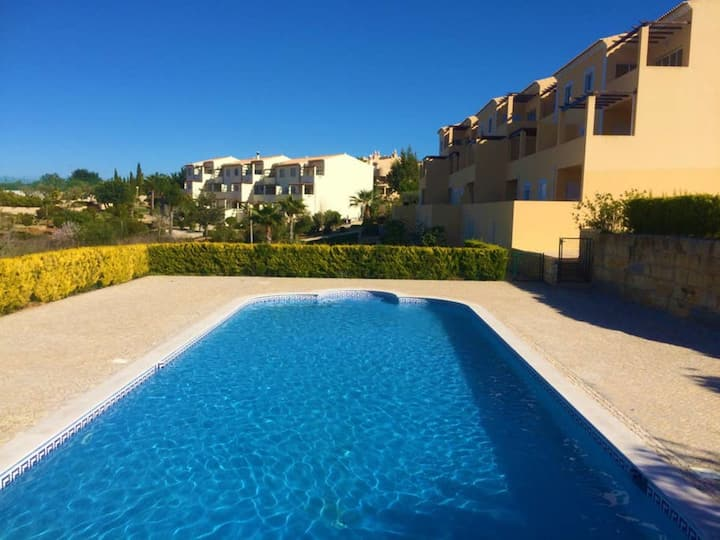 2 Bed Apt On Resort With Communal Pool & Close To Beaches