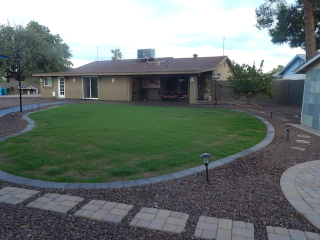 Spacious Desert Home w/ Huge Backyard