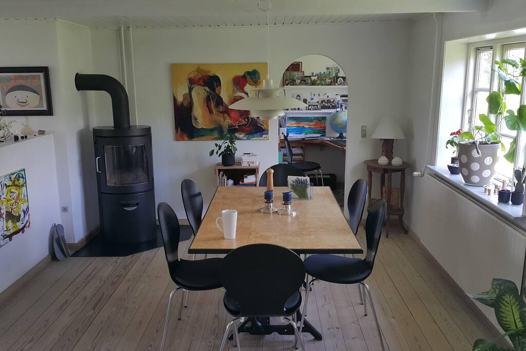 Spisebord med plads til 8