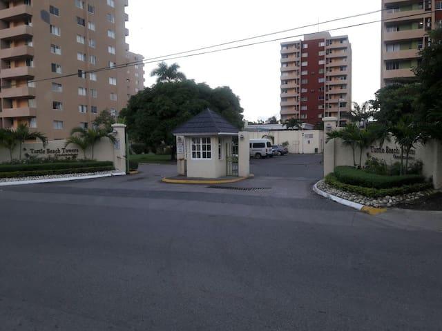 Turtle Tower Beach Hotel - Ocho Rios - Condominium
