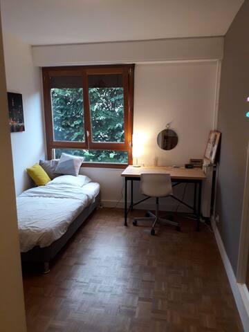 Chambre privée dans bel appartement (proche RER B)