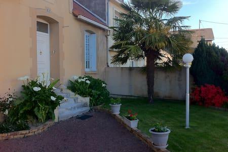 Proche du Puy du Fou. Maison de ville avec terrain - Cholet