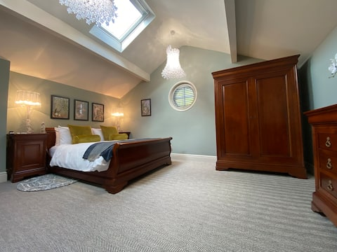 Stylish Coach House - Private Hideaway - Wilmslow