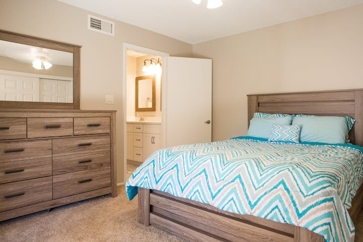 Modern & Central Scottsdale Condo @ Great RATES