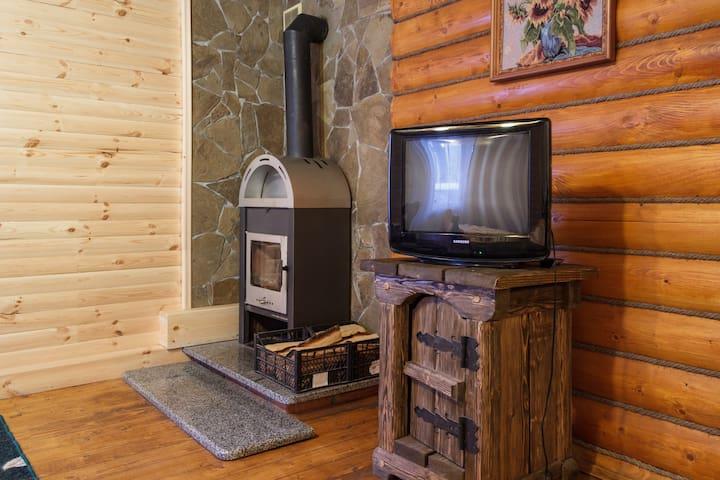 Аккуратный маленький домик с камином. - Dniepropetrowsk - Dom
