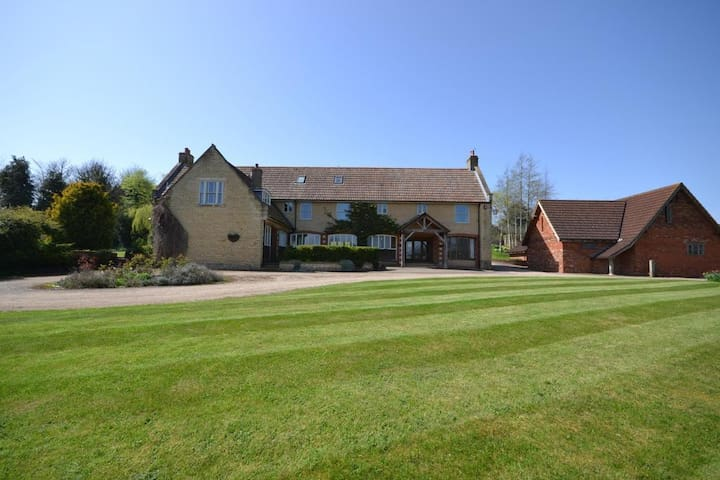 2 Bed Holiday Home in Beautiful Countryside Estate
