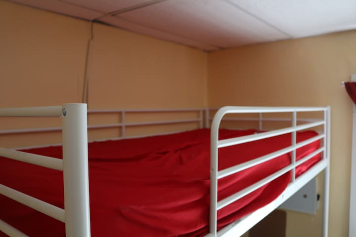 A bunk bed,  Come and crash for the night, cheap! - Worcester - อพาร์ทเมนท์