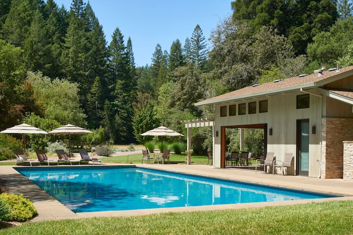 Luxury, gated 5BR/4BA wine country estate w/pool.