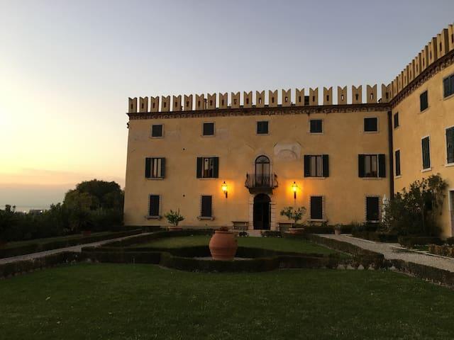 Castle 1500 Lazise