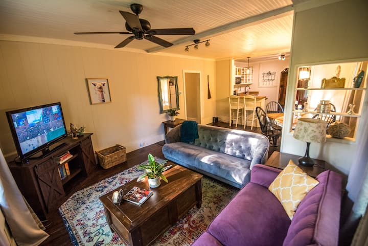 Cozy Cottage   7 Min. From Downtown   Pet Friendly