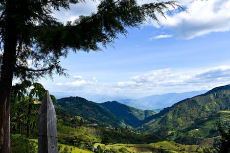 Casa de campo con hermosa vista a los Farallones