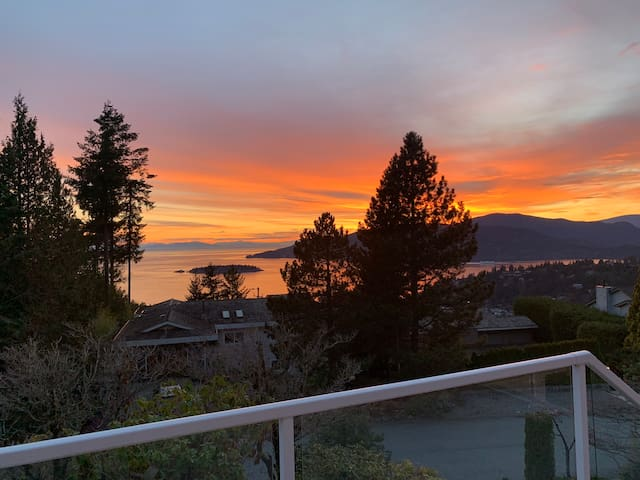 Two beds ocean view 25 minutes to cypress ski