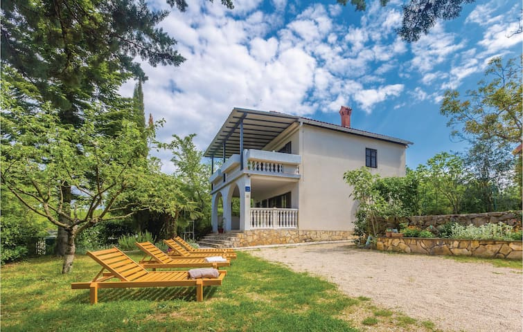 Holiday cottage with 3 bedrooms on 92m² in Malinska