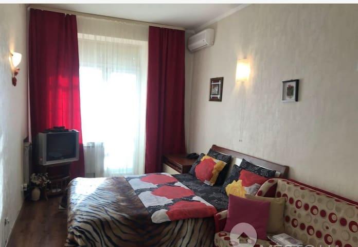 Cozy apartment in the center near the metro