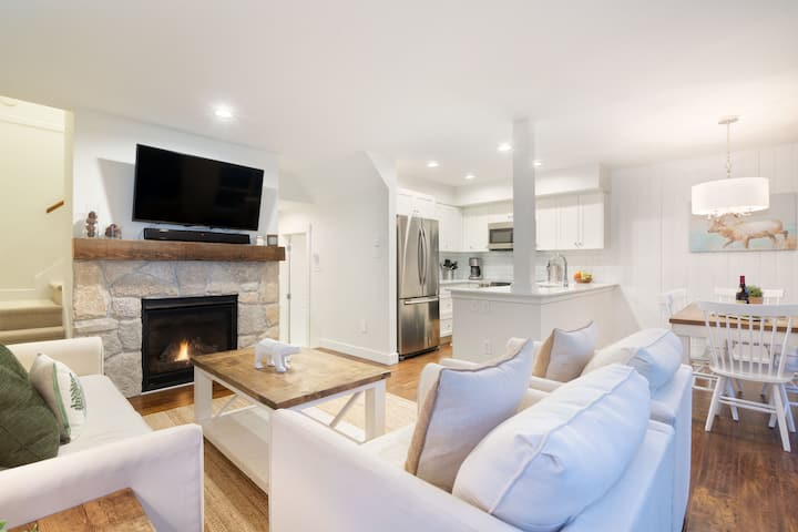 Luxury 2BR/2BA – Next to slopes, Private Garage