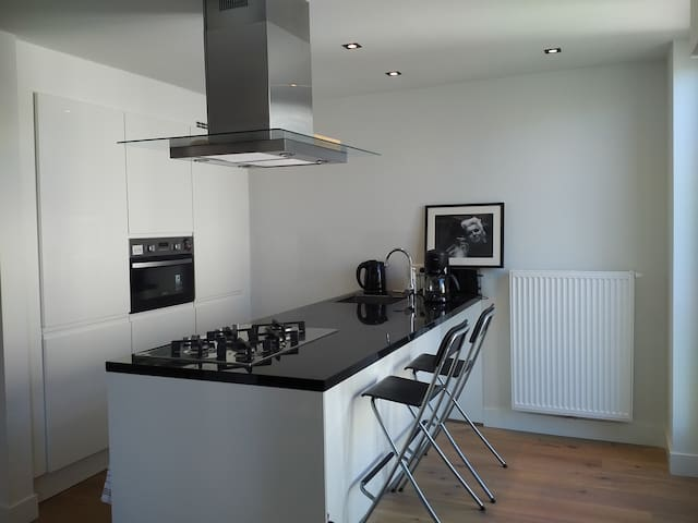 Spacious, bright 2 bed apartment 9 street location - Amsterdam - Condominium
