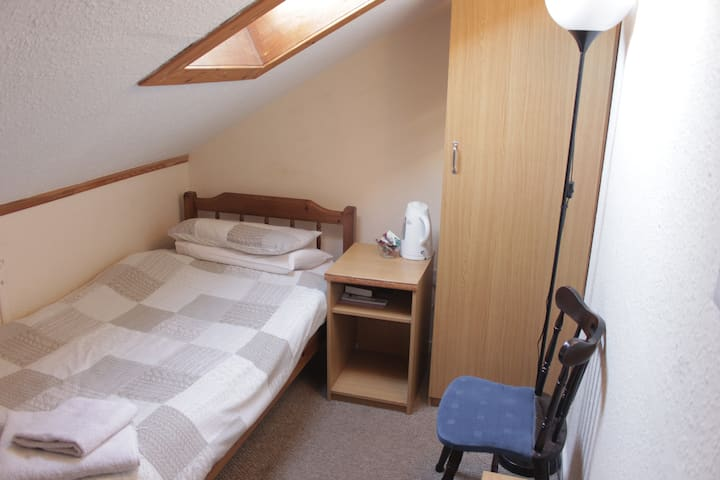 Box Room for One Person in City Centre