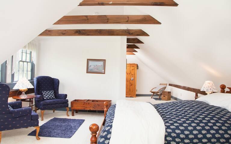 Sunny Shelley Room for 3 - Featherbed Inn B&B