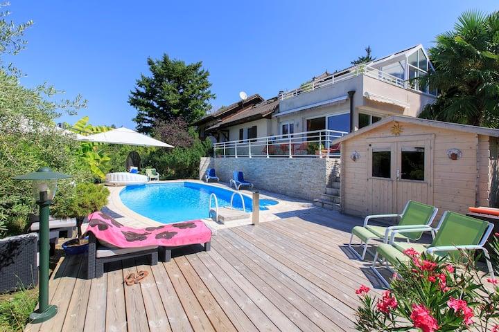 Belle villa spacieuse avec piscine, jacuzzi, sauna