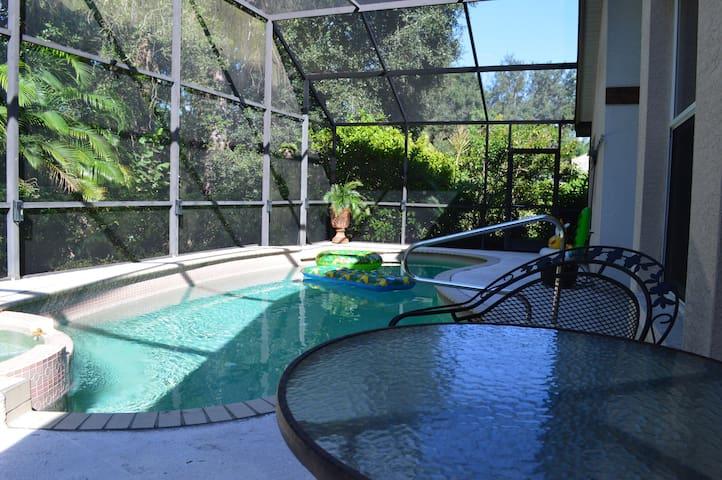 Cozy Pool House Getaway in Estero - Coconut Point