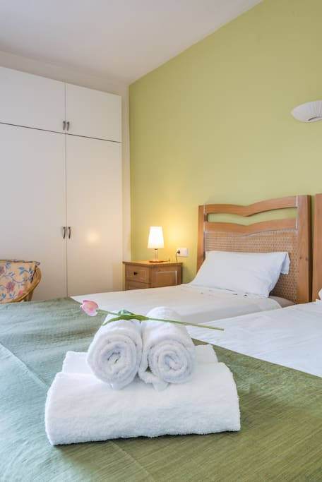 Camas y toallas - Beds and towels