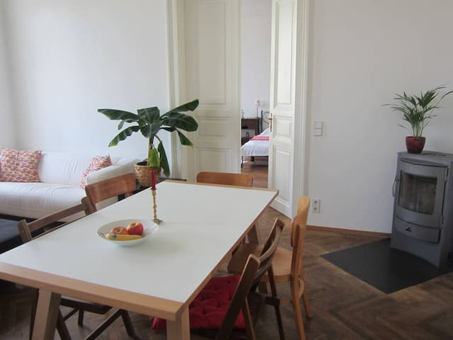 Cozy room in big flat, 10 min to the city center - Wien - Apartment